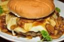 Eine an Fastfood reiche Ernährung könnte bei Jugendlichen ADHS fördern.
