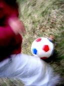 Regelmäßiges Fußballspielen in der Freizeit kann Erwachsene vor Knochenbrüchen..